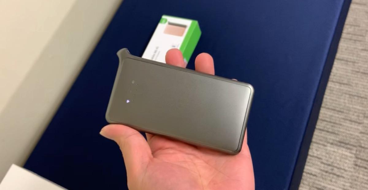 Mugen WiFiを手に持ったサイズ