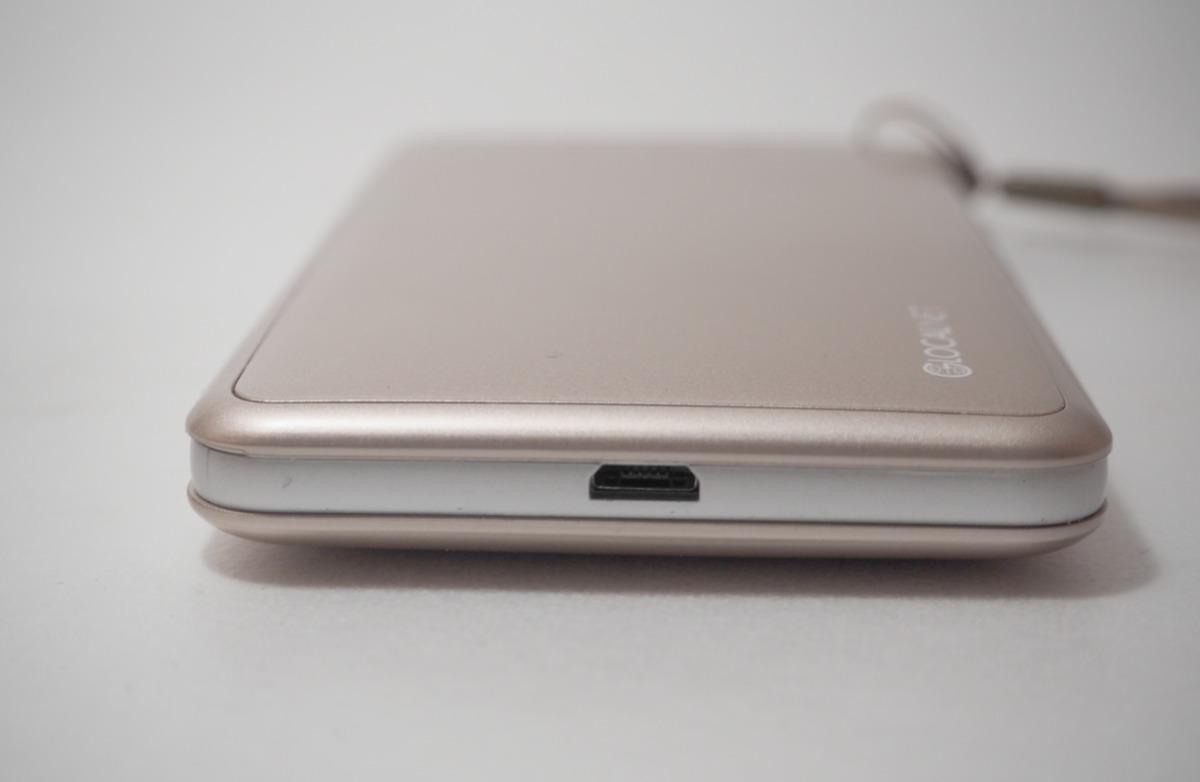 どんなときもWiFiの端末ピンクの充電コネクタの写真・画像