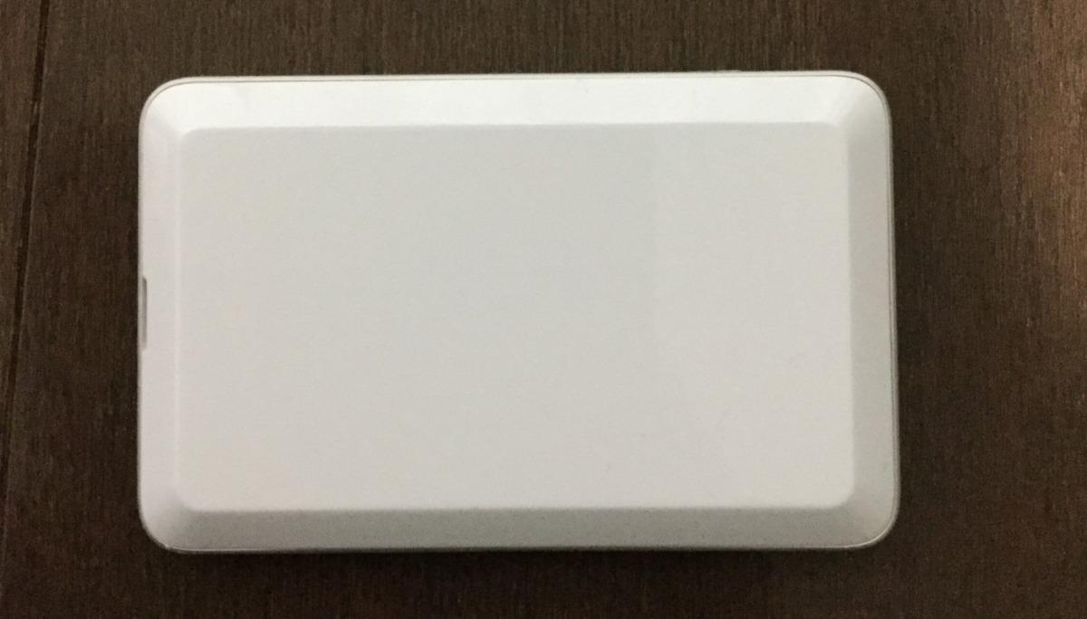 UQ WiMAX2+の端末白の裏側